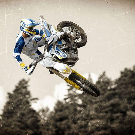 Motocicleta Husqvarna Echilibru si precizie