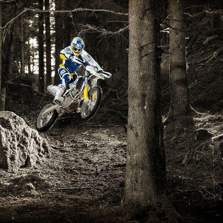 Motocicleta Husqvarna Combinatia perfecta