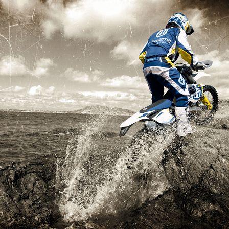Motocicleta Husqvarna Unde incepe distractia
